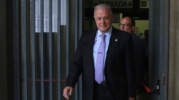 Ángel Ojeda, saliendo de los juzgados tras una citación