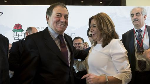 Luis Ayala y Susana Díz se saludan este sábado en Málaga