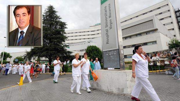 En la imagen, una de las protestas de 2012 cuando se gestó la fusión hospitalaria en el Hospital Virgen Macarena y Mariano Marín (izquierda)