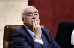 Luciano Alonso dimite obligado por los cargos fantasma