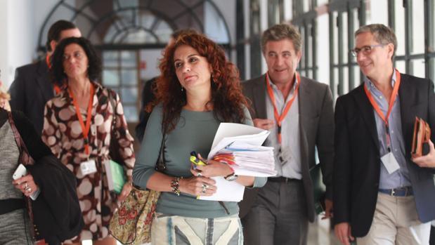 La consejera de Hacienda, María Jesús Montero, en el Parlamento