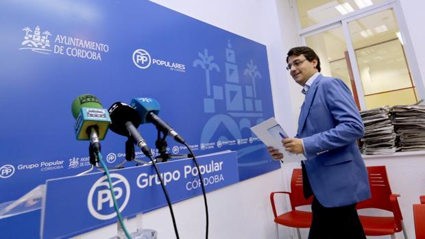 El portavoz del PP, José María Bellido, en una rueda de prensa