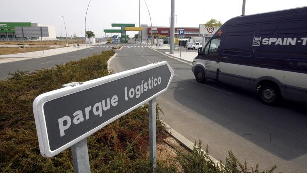 Acceso al parque logístico de Córdoba, en El Higuerón