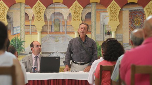 El presidente de CALU, Francisco León, en una reunión anterior de parcelistas en Córdoba