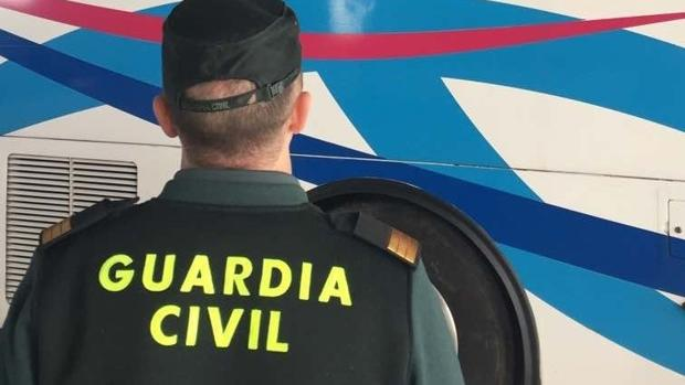 Dos detenidos en Lepe por apedrear un autobús escolar