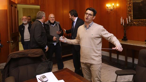 Pedro García, durante una reunión en el Ayuntamiento