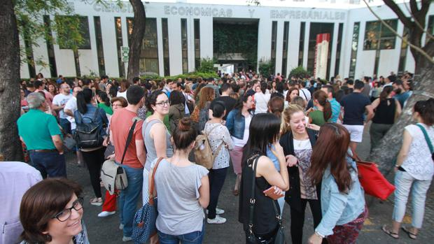 Opositores a Secundaria en la Facultad de Económicas de Sevilla