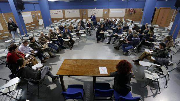 Un momento de la reunión mantenida el jueves para crear una «marea blanca» en Córdoba