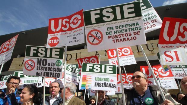 Protesta en defensa de la educación diferenciada