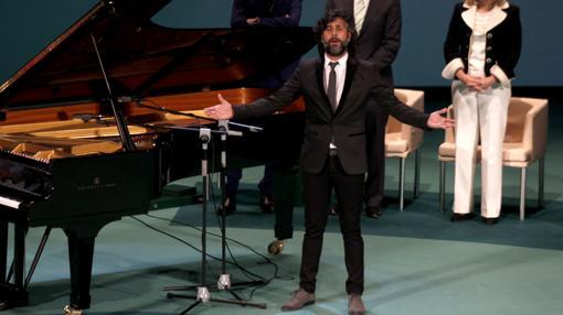 Arcángel interpretó el himno de Andalucía en la entrega de las Medallas de 2016