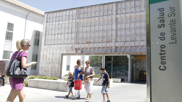 Un médico de Familia de Córdoba denuncia una agresión verbal de un paciente en Levante Sur