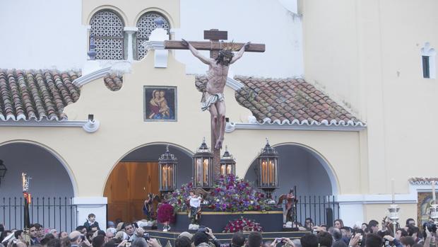 El Santísimo Cristo de la Oración y Caridad, durante su procesión
