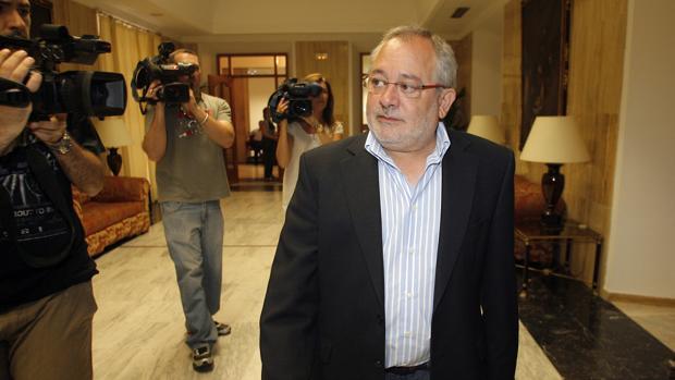 Andrés Ocaña como alcalde tras una rueda de prensa en Capitulares