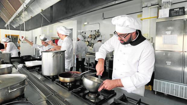El estudiante de cocina Juan Antonio Pérez en el IES Gran Capitán