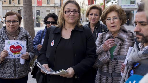 Paloma Hergueta, la portavoz de la marea blanca de Huelva