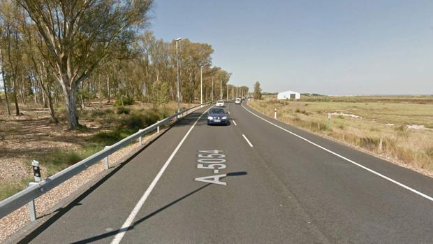 Un fallecido y un herido grave al chocar una moto y un coche en Isla Cristina