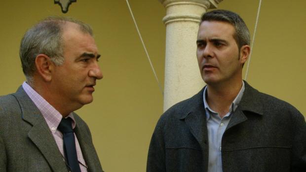 A la izquierda Antonio Vallejo. A la derecha, el arqueólogo Alberto Montejo