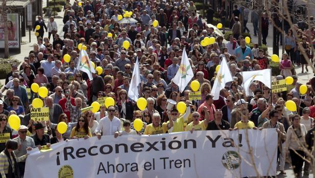 El domingo Granada se echó a la calle en demanda de un tren de alta velocidad