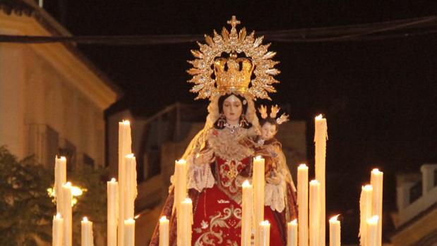 La Virgen de la Victoria , con su fisonomía actual, en procesión