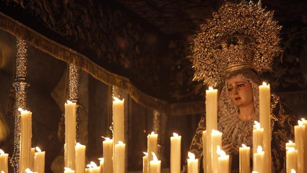 La Virgen del Rosario, en su paso de palio el Viernes Santo