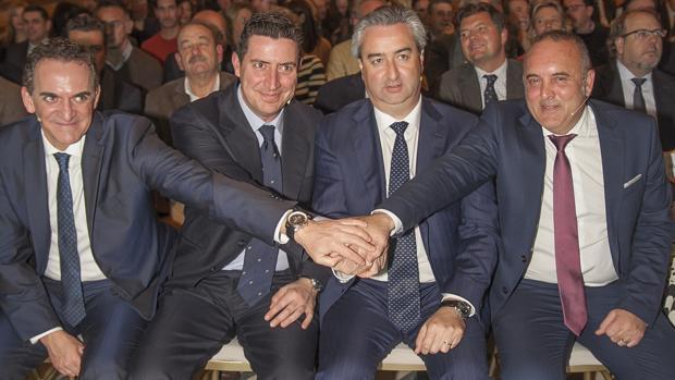 De la Torre (segundo de izquierda a derecha), con los otros presidentes de las patronales que forman Fides