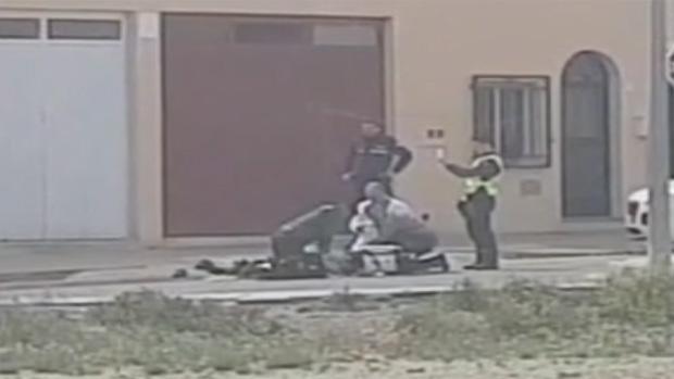 Agentes de la Guardia Civil y de la Policía Local realizaron maniobras de reanimación al fallecido
