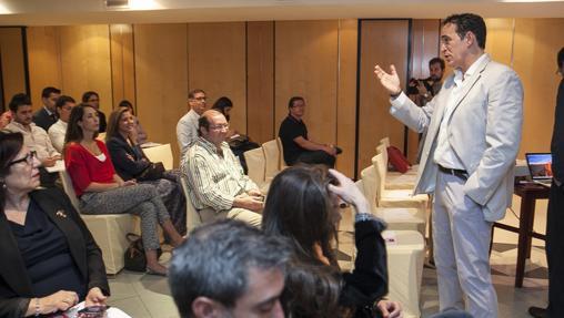 El empresario Alberto Rosales se dirige a los asistentes a un acto de Córdoba Apetece
