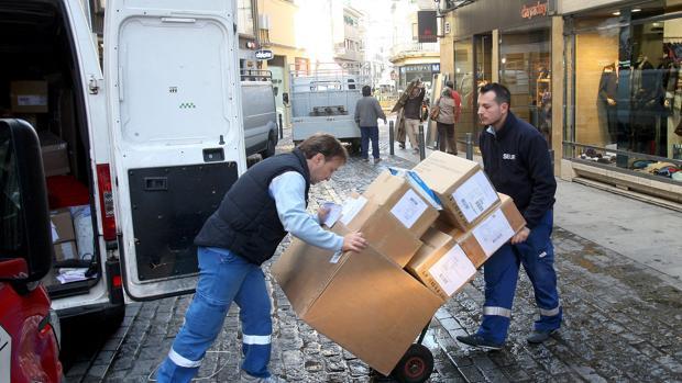 Repartidores de mercancías en el Centro de Córdoba