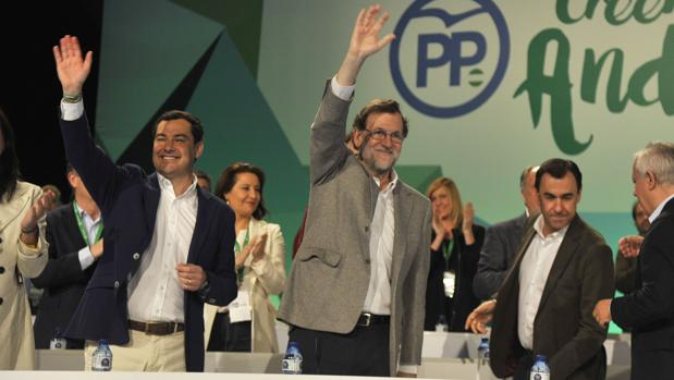 Juanma Moreno y Mariano Rajoy, en la clausura del XV Congreso de Regional del PP andaluz