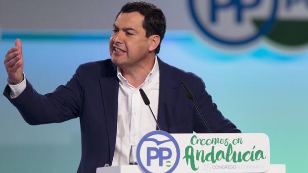 El reelegido presidente del PP andaluz, Juanma Moreno, en la clausura del XV congreso regional del partido