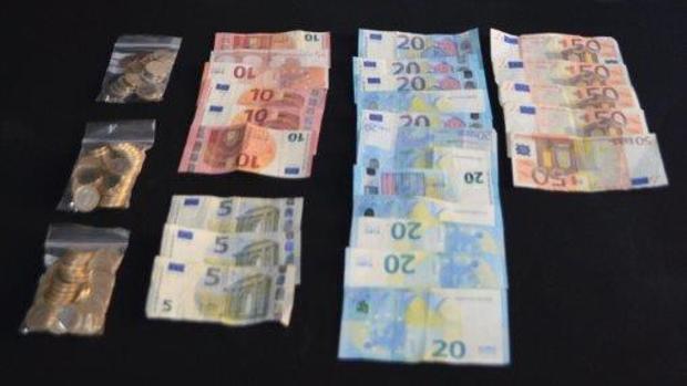 Dinero recuperado por los agentes de Policía durante la operación
