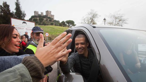 Un actor de «Juego de tronos», con el castillo de Almodóvar a la espalda