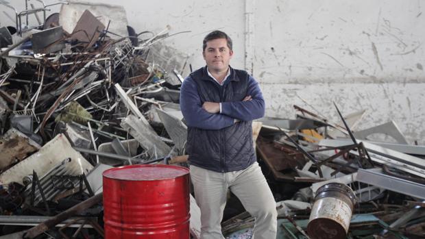 El chatarrero Joaquín Solanas en su negocio de Las Quemadas