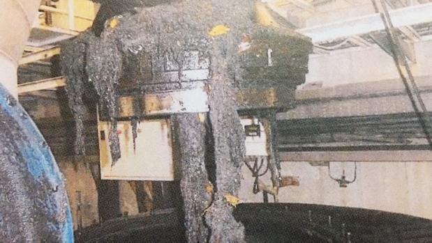Imagen de cómo afecta el «monstruo de las toallitas» a las instalaciones de Emacsa