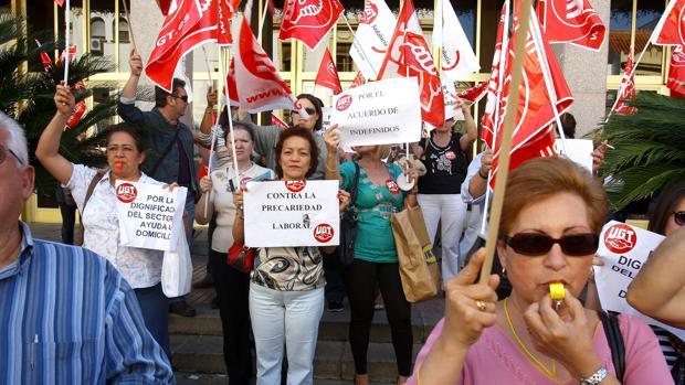 Protesta de trabajadoras de Clece en el Ayuntamiento, en una imagen de archivo