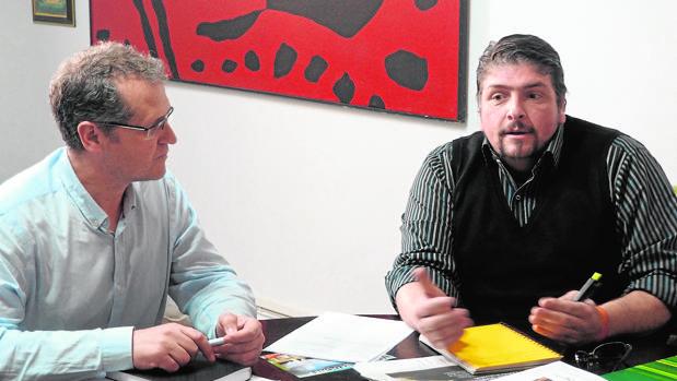 José Luis Caravaca junto al promotor del proyecto