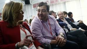 El presidente de Extremadura con Susana Díaz en un comité federal del PSOE