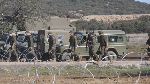 Soldados de la Base de Cerro Muriano en unas maniobras