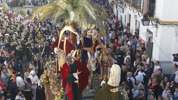 Procesión de La Borriquita a su salida de San Lorenzo