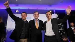 Nieto, con Juanma y Rajoy en un acto del partido en Córdoba
