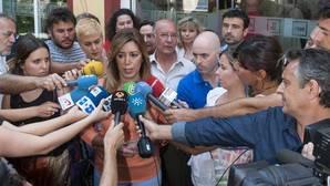Susana Díaz a las puertas de su agrupación en 2014, tras votar en las primarias a favor de Pedro Sánchez
