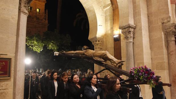 El Cristo de la Providencia entra por la segunda puerta de la Catedral en su Via Crucis