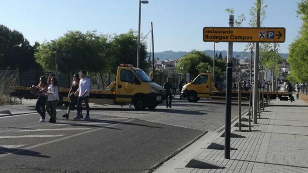 Grúas bloqueando la calzada en Miraflores