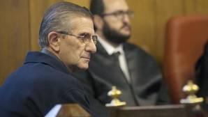 El padre Román, duranet una sesión del juicio