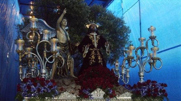 Uno de los tronos que vigilaba el agredido