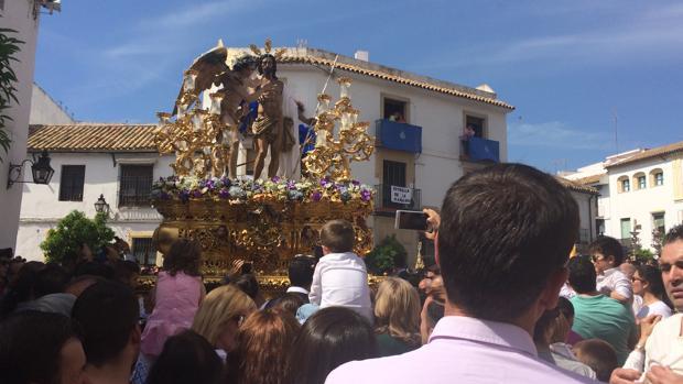 El Señor Resucitado, en la plaza de Santa Marina, antes de entrar