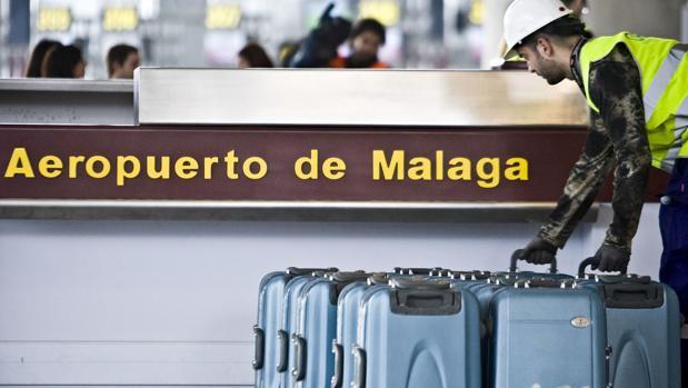 El danés perdió dos fajos de billetes cuando se bajó del coche de alquiler en el aeropuerto de Málaga