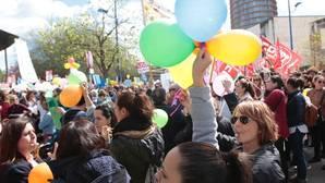 Una manifestación de las guarderías delante de la sede de Educación en Torretriana