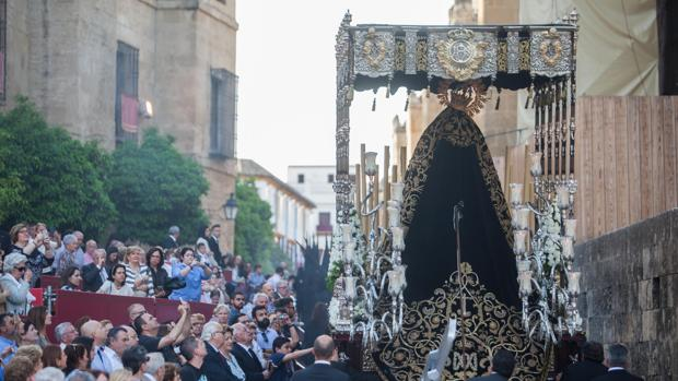 María Santísima Nazarena en la calle Torrijos, en plena carrera oficial