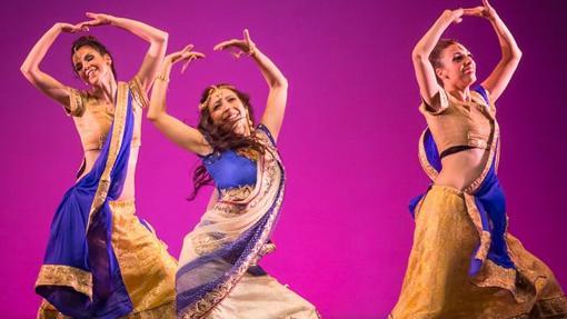 Tres bailarinas de Ashira danza oriental.